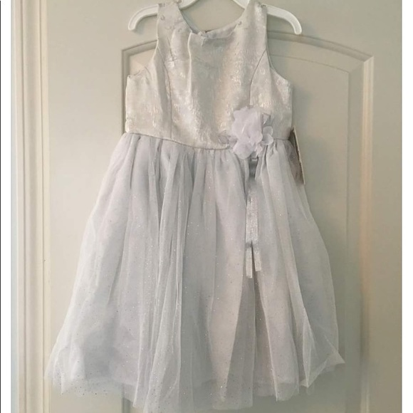Bloome Dresses Nwt Girls White Formal Dress With Silver Threading